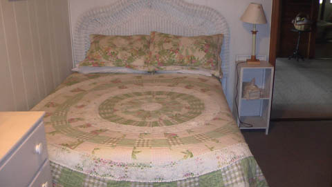 The Cottage Room - Click Image to Close